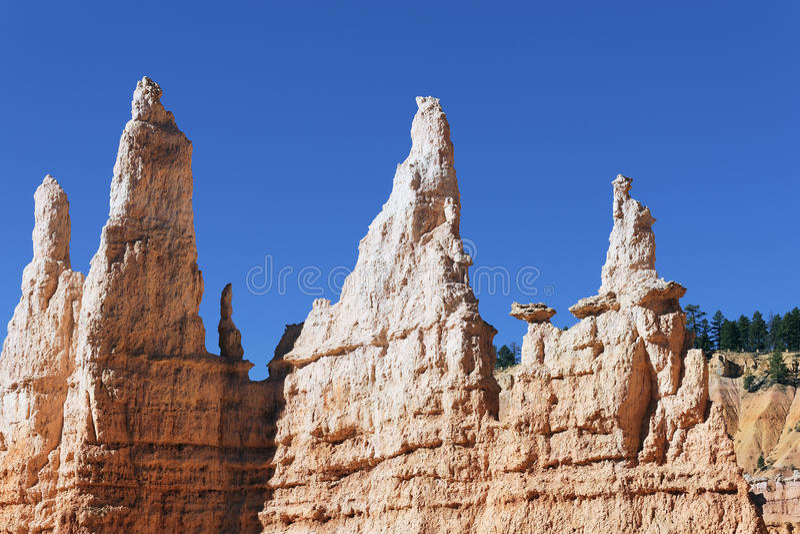 Vista horizontal de las rocas del Hoodoo imagenes de archivo