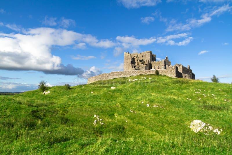 Vista idillica per la roccia di Cashel fotografie stock libere da diritti