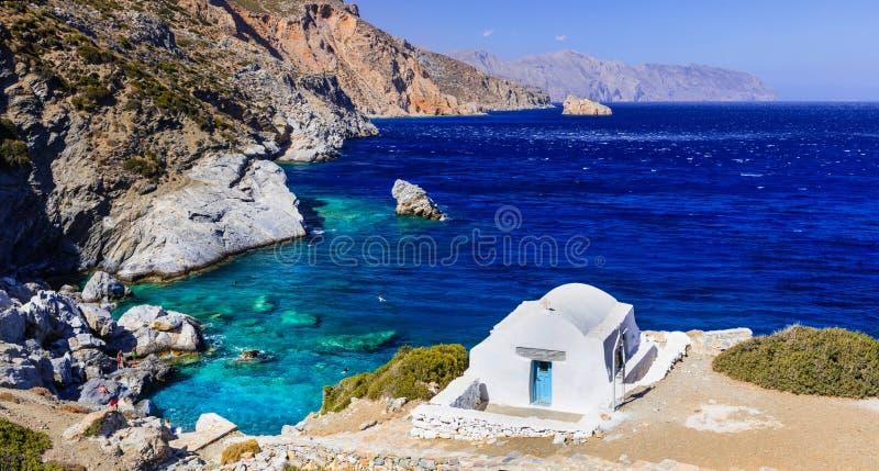 Vista impressionante di poca chiesa, Amorgos, Grecia immagini stock