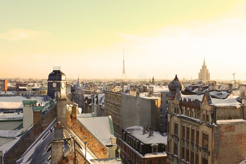 Vista incomun do telhado de Riga velho, Latvia imagem de stock royalty free