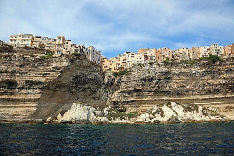 vista increíble de la casa de Bonifacio en la isla de Córcega sobre imagen de archivo