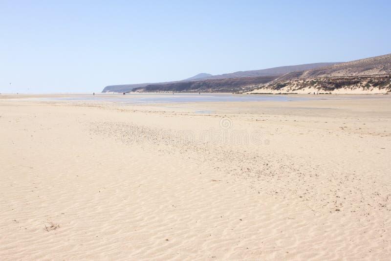 Vista increíble de la playa de Costa Calma, laguna clara azul Playa Barca, Fuerteventura, islas Canarias, España fotos de archivo libres de regalías