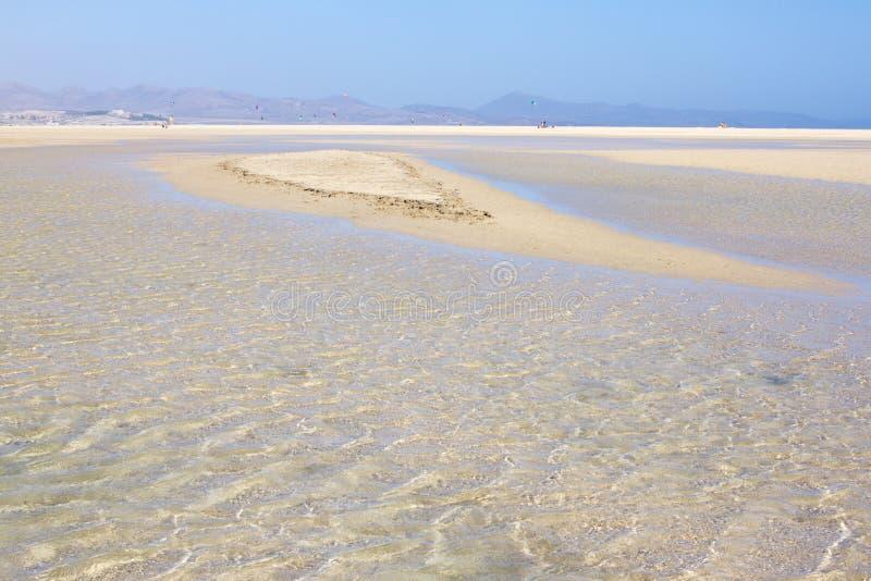Vista increíble de la playa de Costa Calma, laguna clara azul Playa Barca, Fuerteventura, islas Canarias, España fotos de archivo