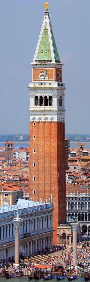 Vista increíble del campanario de St Mark en Venecia Italia fotografía de archivo
