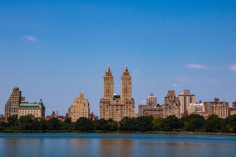 Vista increíble del horizonte de New York City de Central Park imagen de archivo libre de regalías