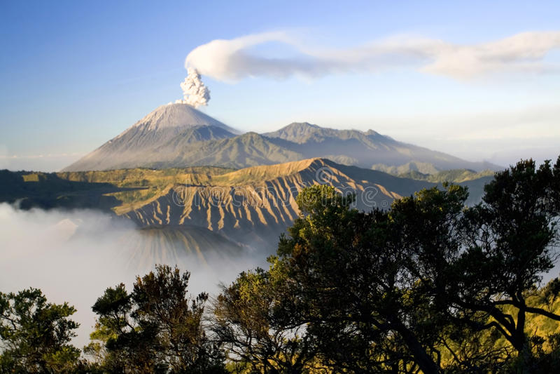 Vista Indonesia del vulcano di Semeru fotografia stock