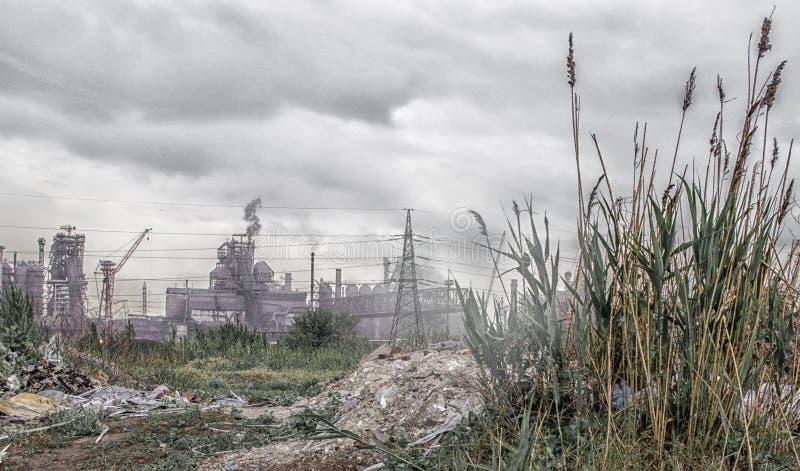 Vista industriale del paesaggio dal materiale di riporto alla pianta con MP fotografia stock libera da diritti