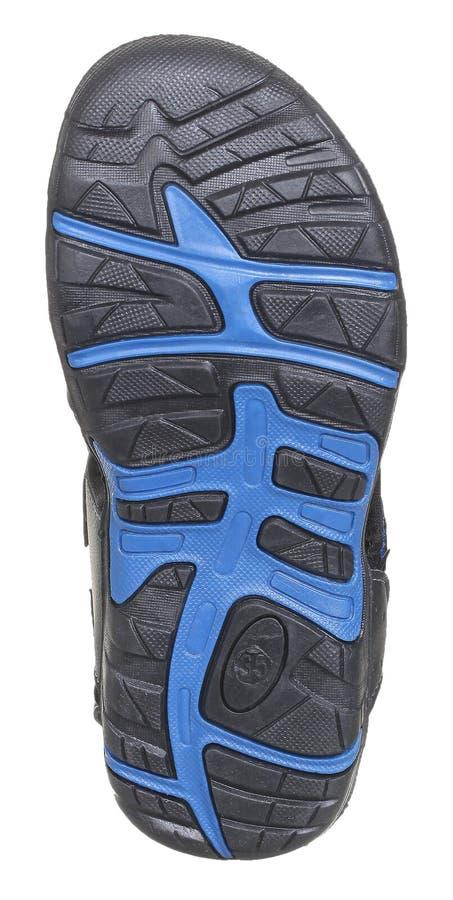 Vista inferior del lenguado de la sandalia del muchacho negro y azul imagenes de archivo