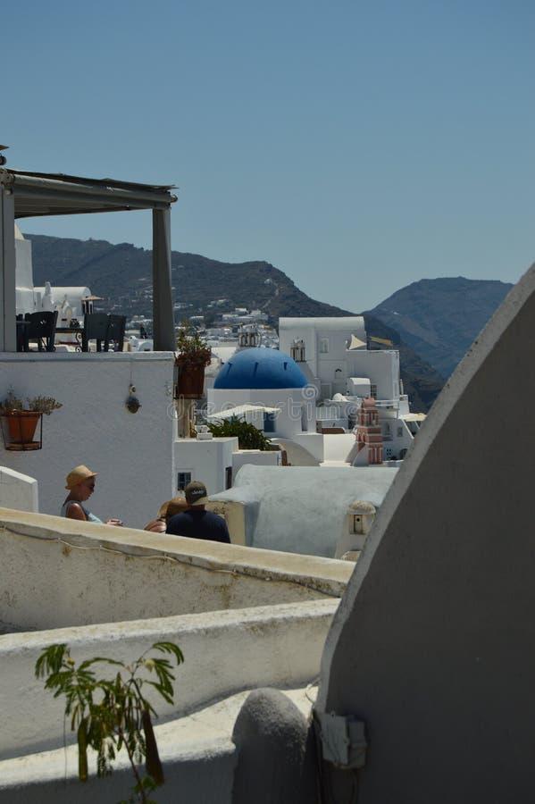 Vista infinita dos telhados em Oia na ilha de Santorini Arquitetura, paisagens, curso, cruzeiros foto de stock