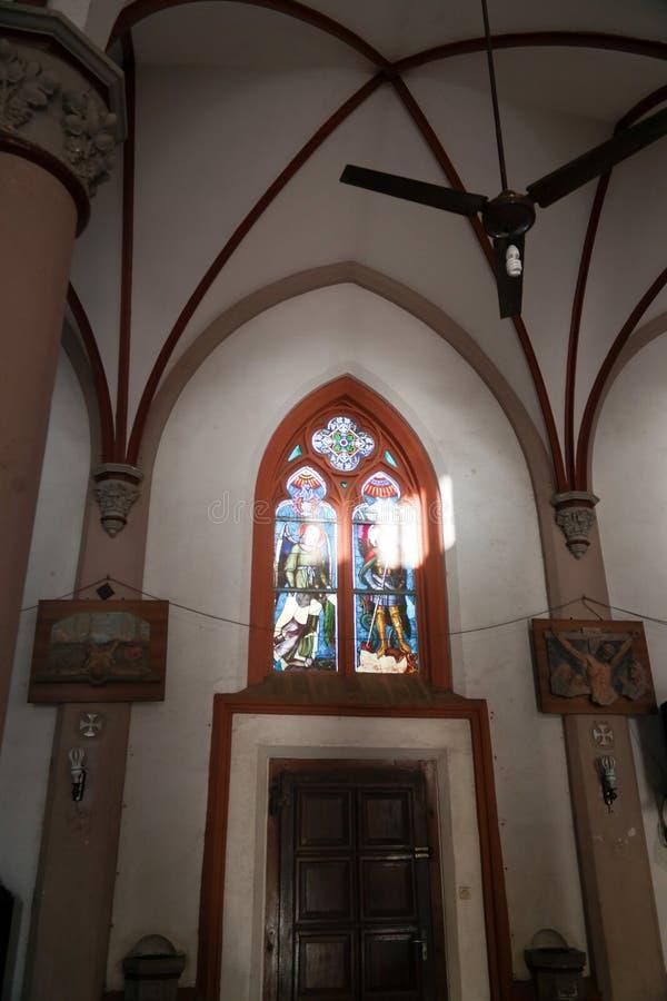 Vista interior ao coração sagrado de Jesus Cathedral em Lomé, Togo fotografia de stock royalty free
