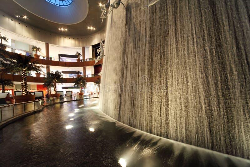 Vista interior da alameda de Dubai fotos de stock royalty free