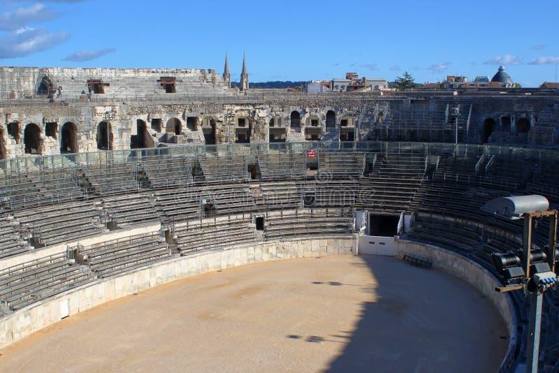Vista interior da grande arena de Nimes imagens de stock royalty free