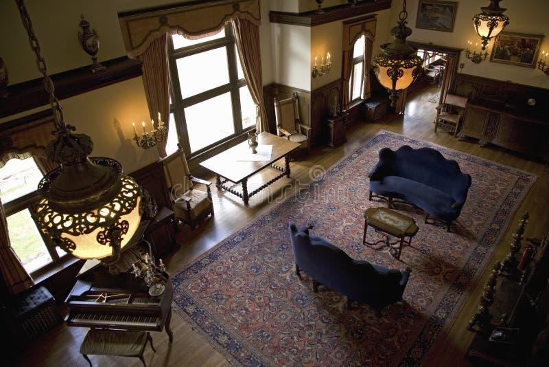 Vista interior da grande sala de visitas no castelo de Redstone imagem de stock royalty free