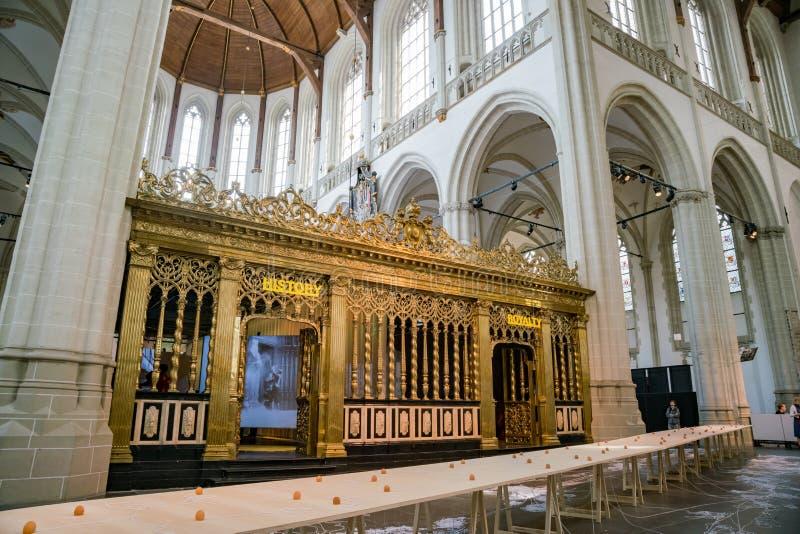 Vista interior da igreja nova imagem de stock royalty free