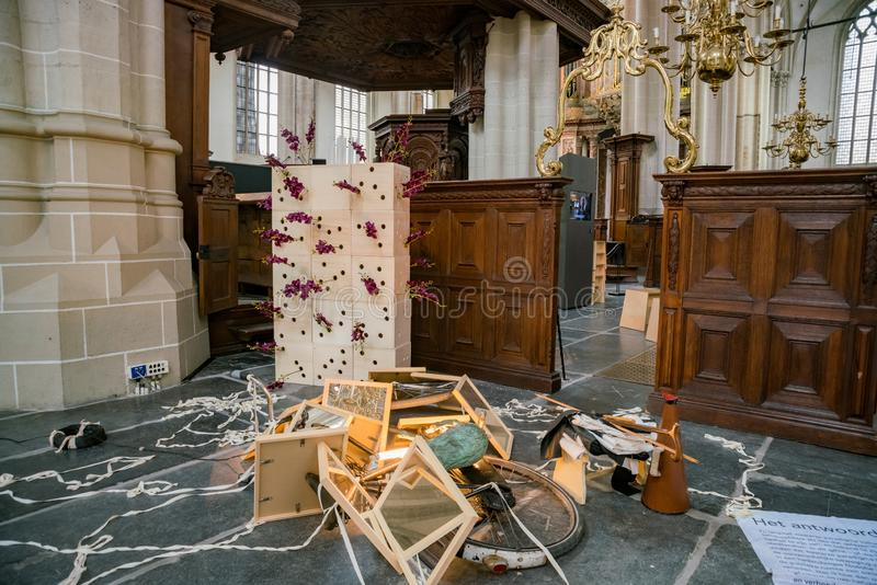 Vista interior da igreja nova imagens de stock royalty free