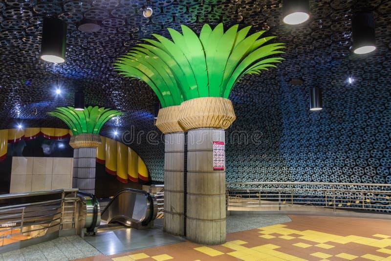 Vista interior de la estación de metro de Hollywood/de la vid en Los Angeles, CA foto de archivo