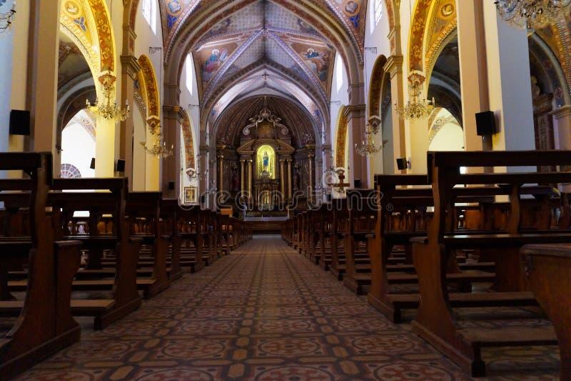 Vista interior de uma catedral imagens de stock royalty free