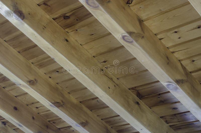Vista interior de una estructura de tejado de madera foto for Tejados de madera vista