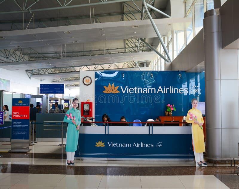 Vista interior del aeropuerto de Lien Khang en Dalat, Vietnam fotografía de archivo