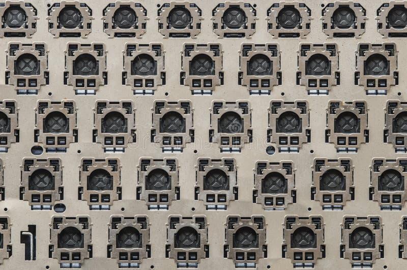 Vista interior del marco metálico del botón del teclado de ordenador foto de archivo