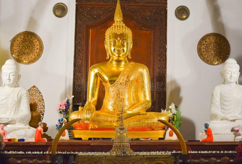 Vista interior del templo de la reliquia sagrada del diente fotografía de archivo