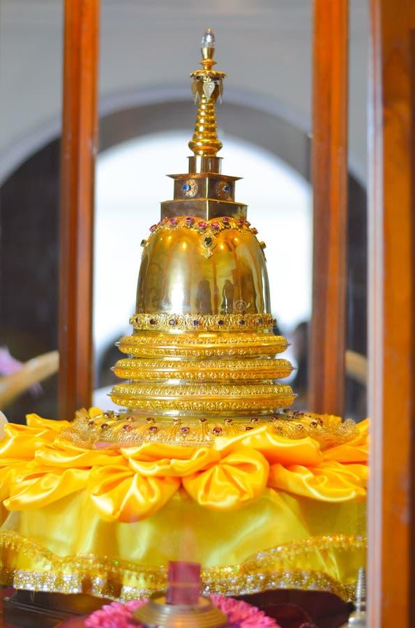 Vista interior del templo de la reliquia sagrada del diente imagenes de archivo
