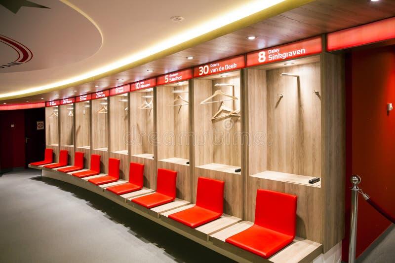 Vista interior del vestuario en Amsterdam Ajax Football Arena imagenes de archivo