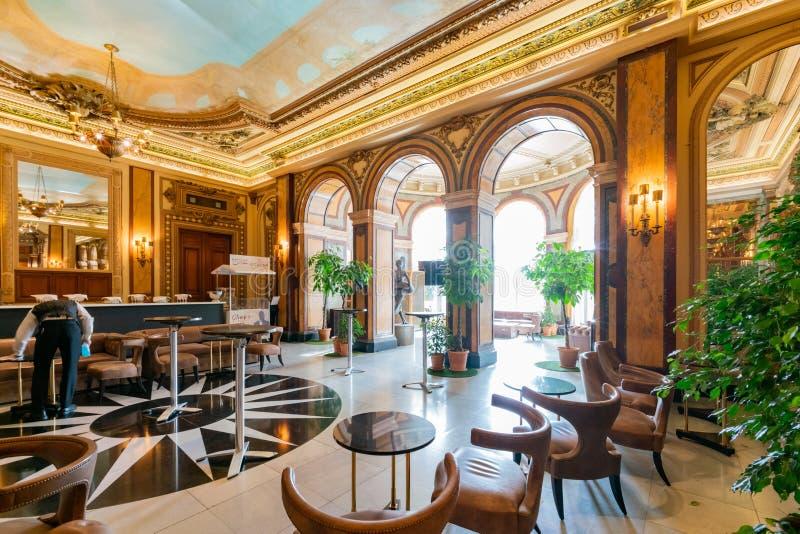 Vista interior do casino famoso Monte - Carlo foto de stock