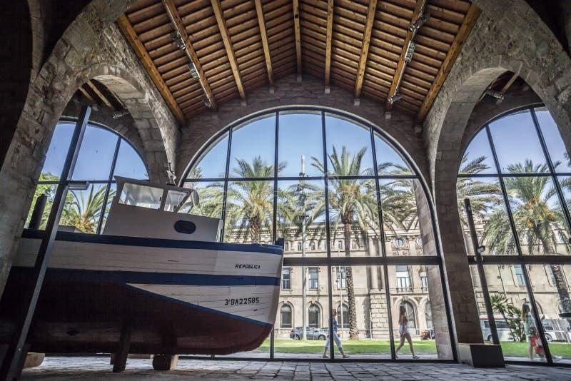 Vista interior do museu marítimo em Barcelona foto de stock