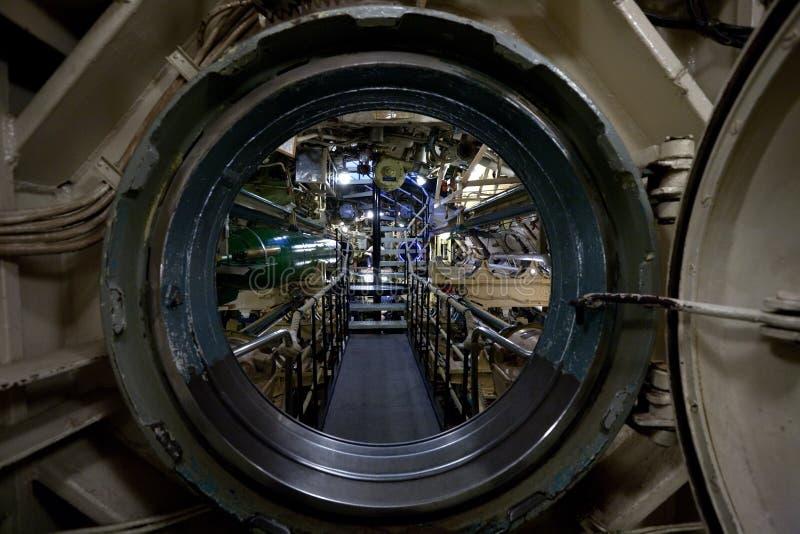 Vista interior submarina através da câmara de visita imagem de stock royalty free