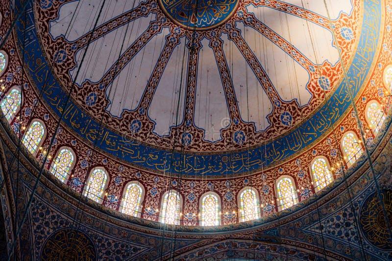 Vista interna da ab?bada na arquitetura do otomano fotos de stock royalty free