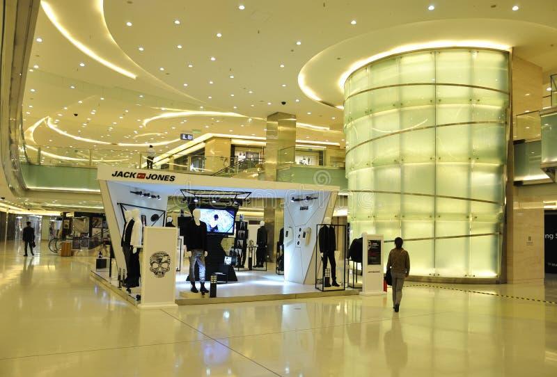 Vista interna da alameda de compra de Beijing fotos de stock