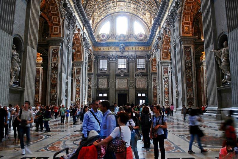 Vista interna da basílica de St Peter o 31 de maio de 2014 imagens de stock royalty free