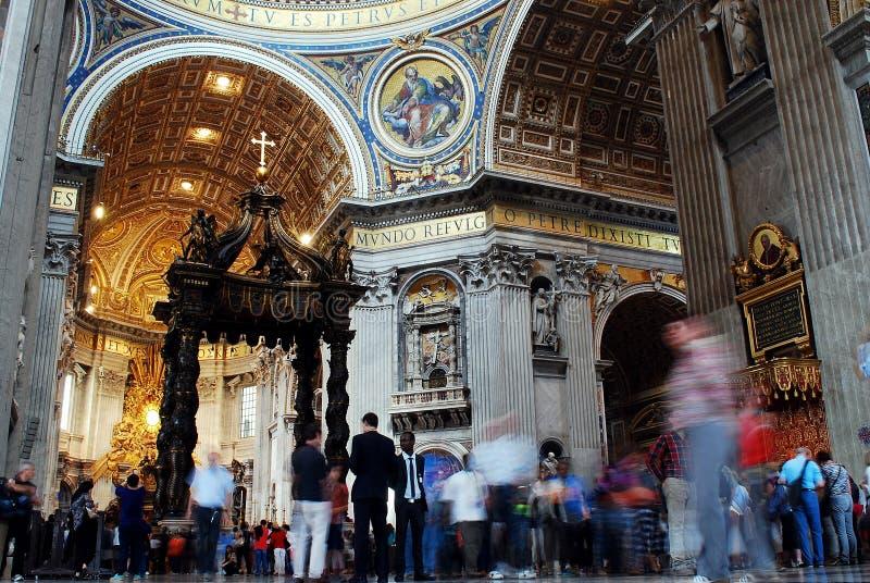 Vista interna da basílica de St Peter o 31 de maio de 2014 imagem de stock