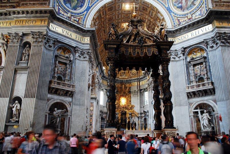 Vista interna da basílica de St Peter o 31 de maio de 2014 fotografia de stock royalty free
