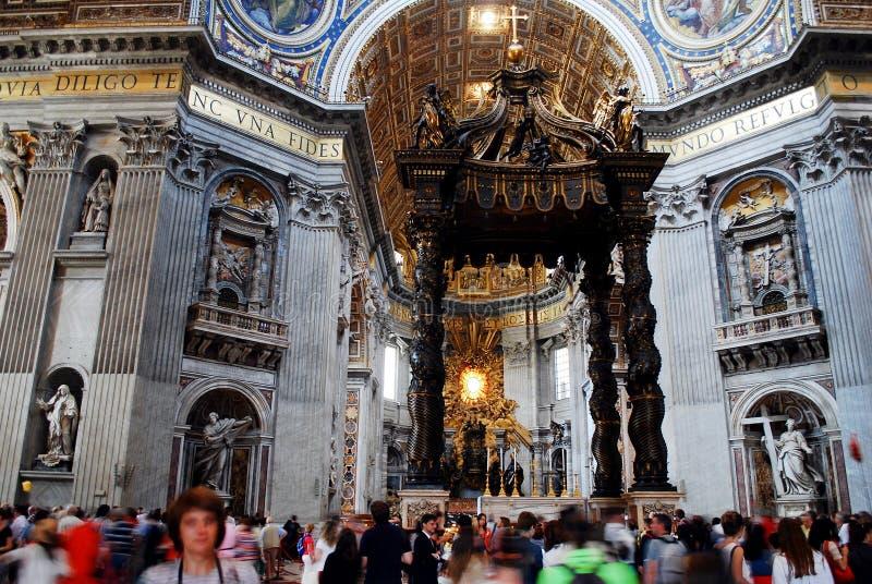 Vista interna da basílica de St Peter o 31 de maio de 2014 foto de stock