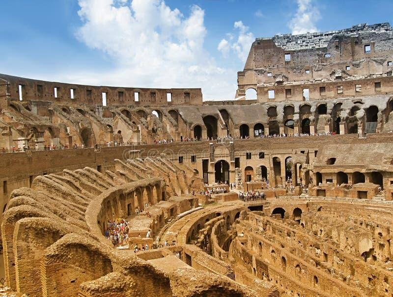 Vista interna de Colosseum imagens de stock royalty free
