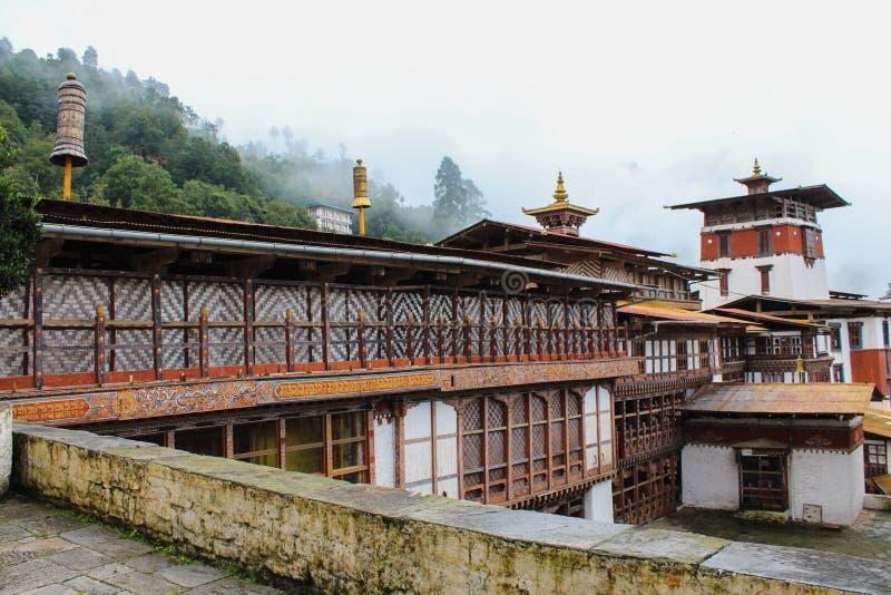 Vista interna de Trongsa Dzong, uno del Dzongs más viejo de Bumthang, Bhután fotos de archivo