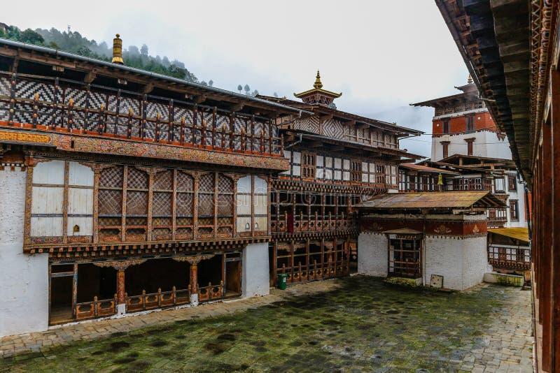 Vista interna de Trongsa Dzong, uno del Dzongs más viejo de Bumthang, Bhután fotografía de archivo libre de regalías