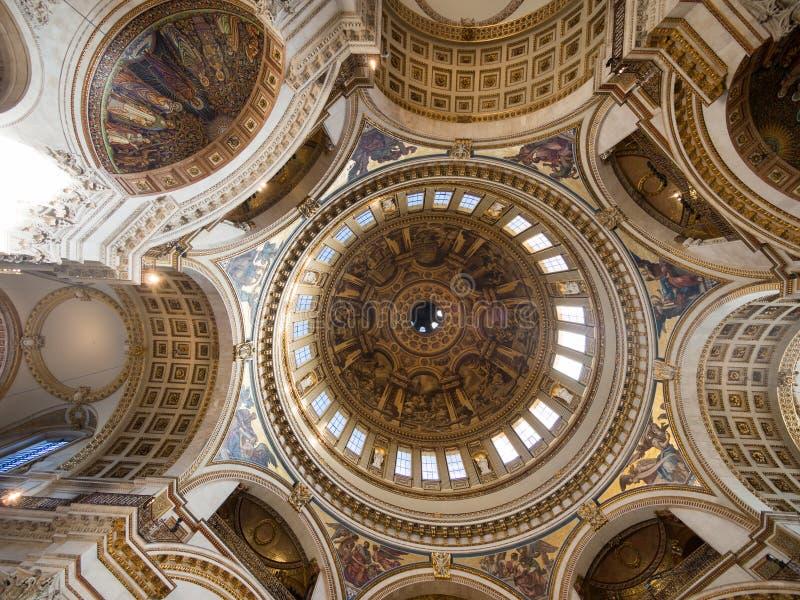 Vista interna del amd del soffitto della st Pauls Cathedral immagini stock libere da diritti