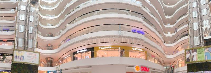 Vista interna del centro commerciale di Toptani fotografia stock libera da diritti