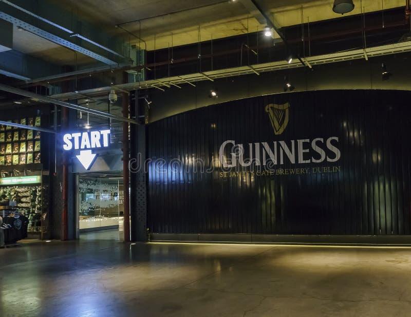 Vista interna del deposito famoso di Guinness fotografie stock libere da diritti