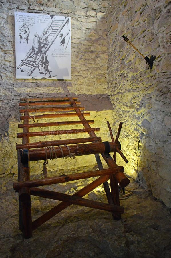 Vista interna del hrad del ½ dello skà del ¡ di SpiÅ del castello di Spis - museo di tortura immagini stock