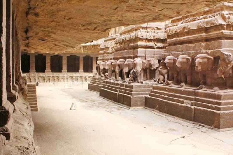 Vista interna del tempio di Kailasa, caverna nessun di indù 16, Ellora, India fotografie stock libere da diritti