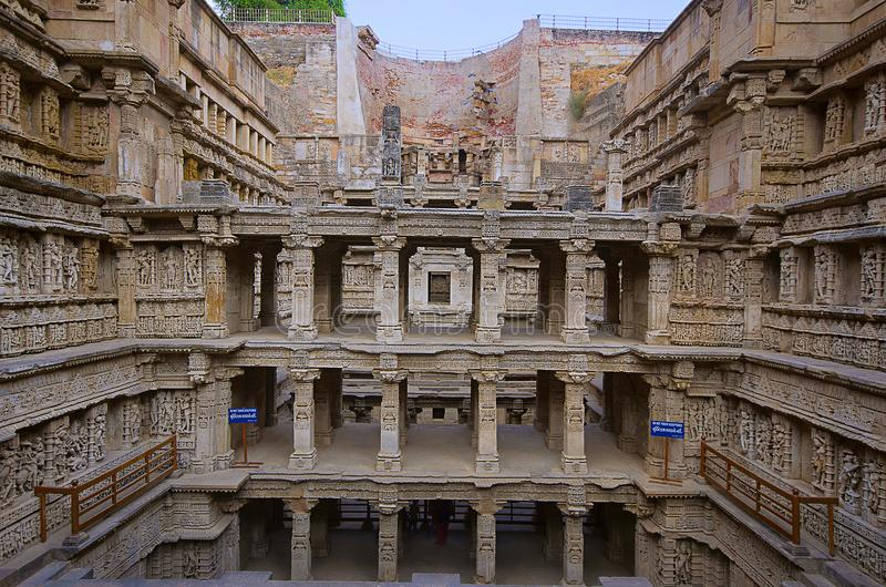 Vista interna del vav del ki de Rani, stepwell en los bancos del río de Saraswati Monumento a un rey del siglo XI Bhimdev del ANU fotografía de archivo libre de regalías