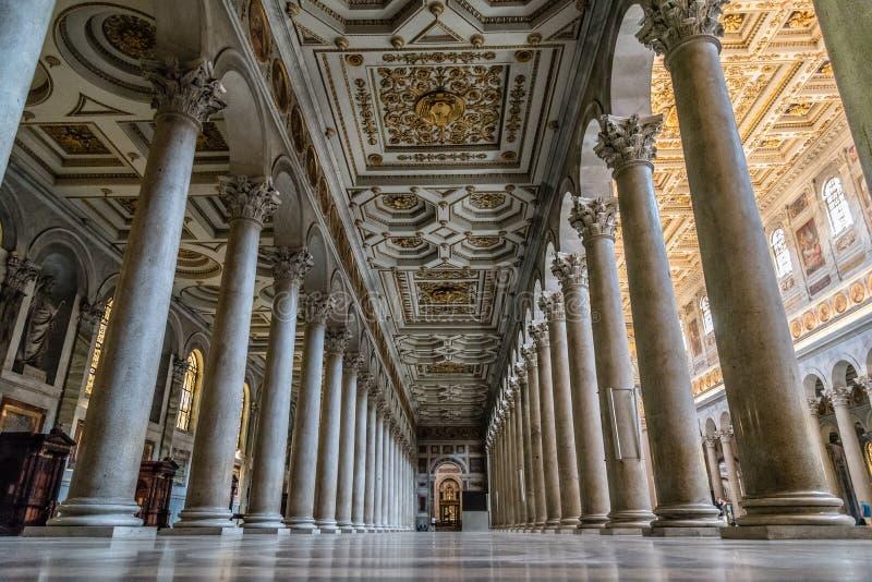 Vista interna della basilica papale di St Paul fuori delle pareti immagini stock