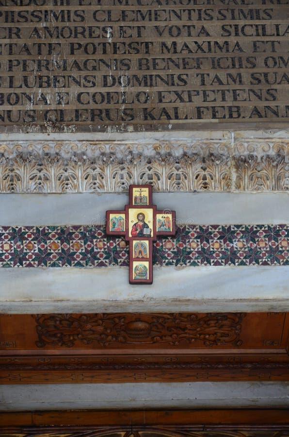 Vista interna della cappella del palatino di Palermo fotografie stock libere da diritti