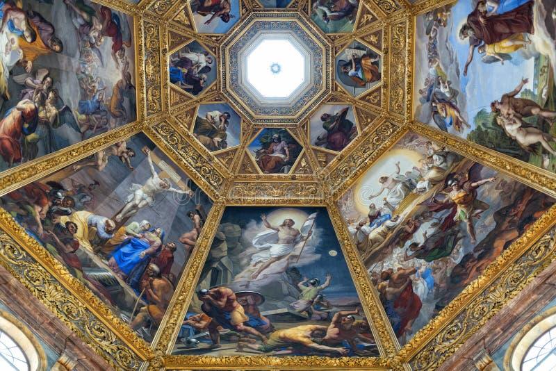 Vista interna della cappella di Medici immagini stock
