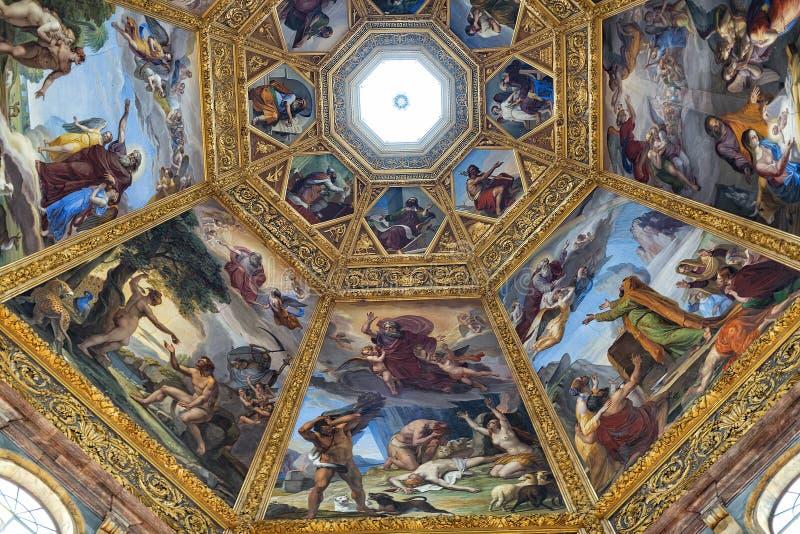 Vista interna della cappella di Medici fotografie stock