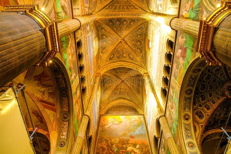 Vista interna della cattedrale di Cremona fotografie stock libere da diritti